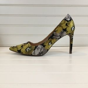 NWOT Who What Wear Yellow Floral Fabric Stilettos